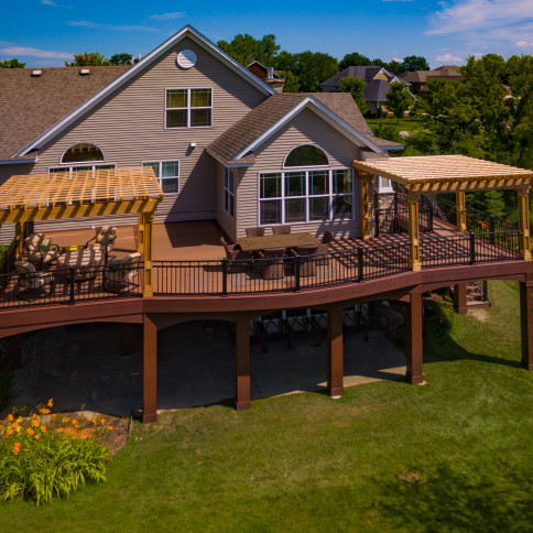 Azek deck with curved aluminum railing