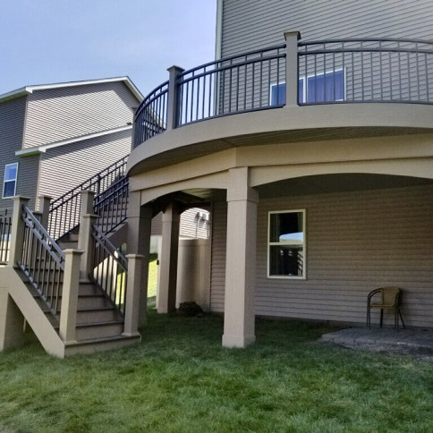 Curved deck in Lakeville, MN